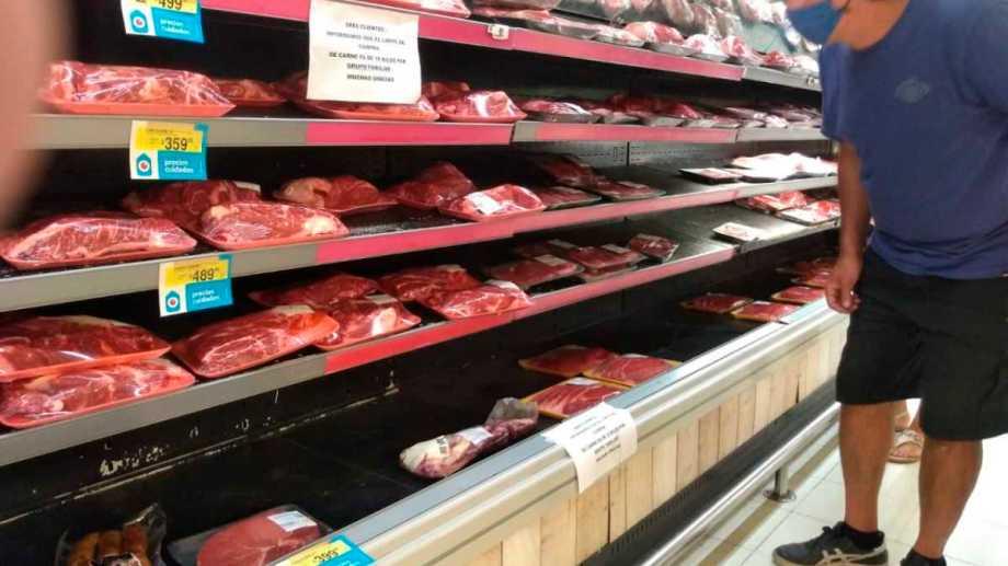 La carne envasada que llega a la gondolas de la región. (Archivo)