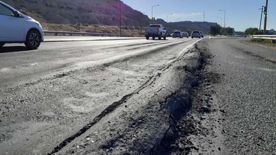 El municipio de Regina pidió a Vialidad la reparación de ondulaciones en la ruta 22. (Foto Pablo Accinelli)
