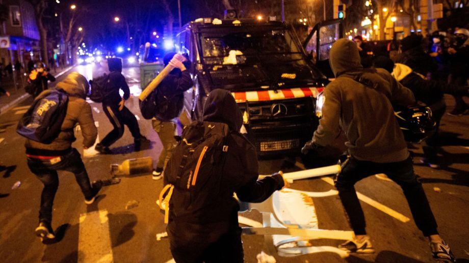 Se extienden las protestas en España por el polémico encarcelamiento de el rapero Pablo Hasel.