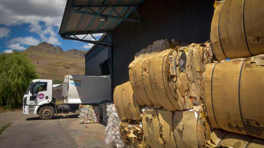 En San Martín de los Andes se entregaron 16.000 kilos de basura que será reciclada. Foto: Patricio Rodríguez