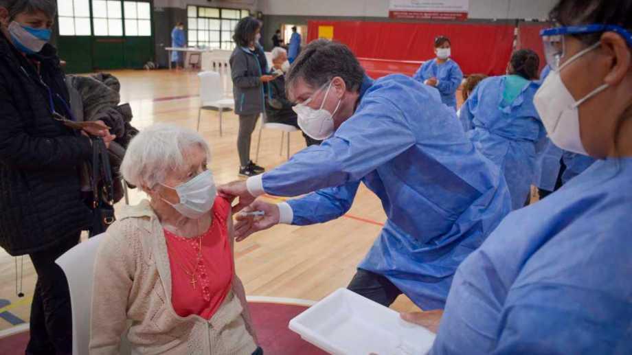 En Río Negro, comienza esta semana la vacunación a adultos mayores. En Neuquén comenzaron semanas atrás. Archivo Patricio Rodríguez