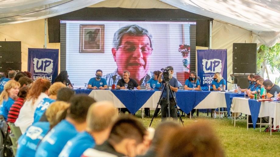 El Plenario provincial de Unidad Popular, encabezado por Aguiar, tuvo un cierre de Víctor de Gennaro. Foto: Gentileza