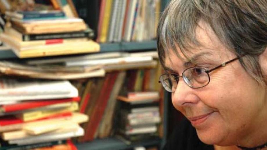 Montes fue clave en la renovación de los estudios de literatura infantil y juvenil y aportó numerosos y comprometidos ensayos en este campo.