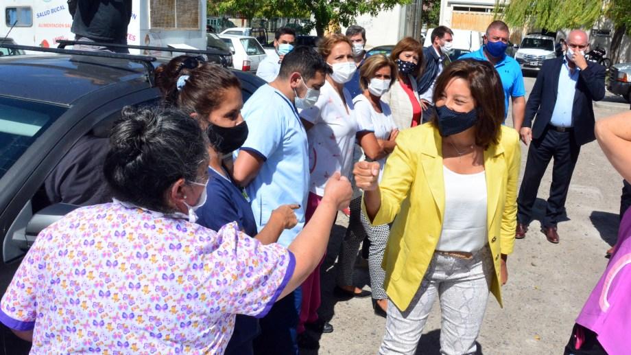 Carreras fue al hospital Zatti y no pudo evitar el reclamo de los trabajadores de la Salud. Foto: Marcelo Ochoa.