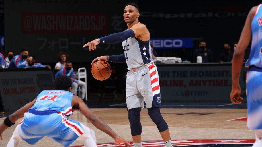 Westbrook y Washington festejaron en el final.