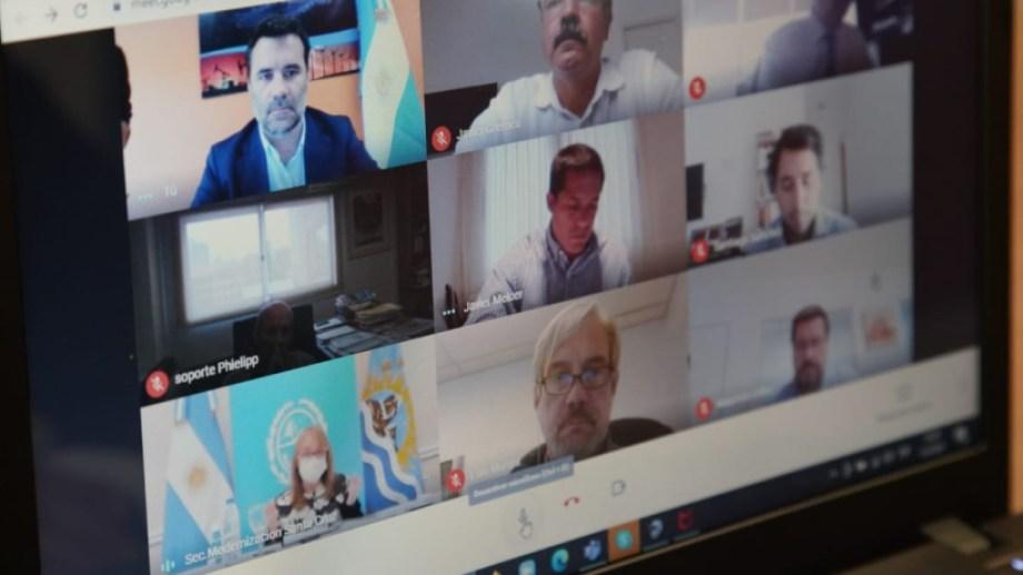 Ayer se realizó la primera reunión virtual y estuvieron presentes funcionarios de Neuquén y Río Negro. (Foto: gentileza)