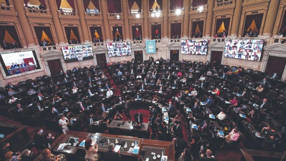 Cruces. Los diputados PRO Iglesias y Wolff interrumpieron en varios tramos el discurso.