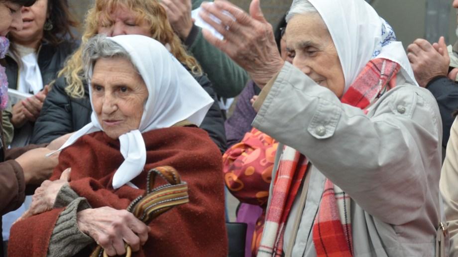 Mayo de 2.019 las Madres de Neuquén y Alto Valle, Lolín e Inés (foto archivo Yamil Regules)