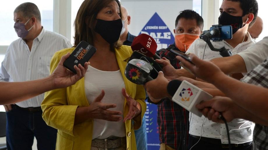 La gobernadora Arabela Carreras tomó nota de la crítica situación sanitaria de Bariloche y anuncia medidas. Foto archivo.