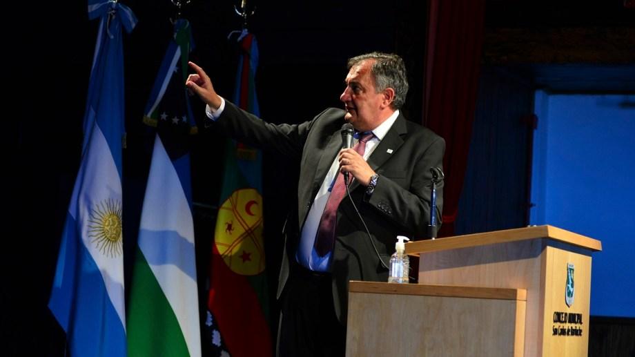 El intendente Gustavo Gennuso encabeza la postura de Bariloche para garantizar la actividad turística. Archivo