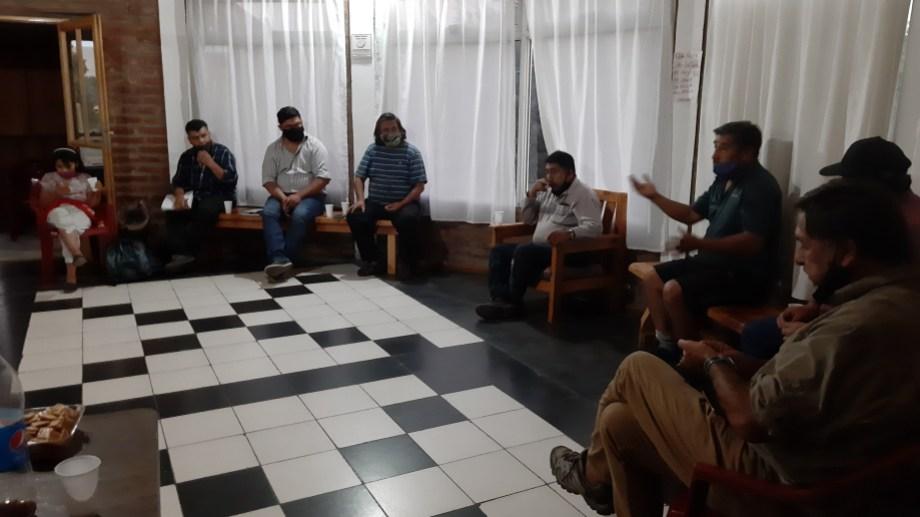 El diputado Carlos Alberto Viveros (Frente de Todos) se reunió en San Martín de los Andes con comunidades de la zona sur. (Gentileza prensa diputado Vivero)