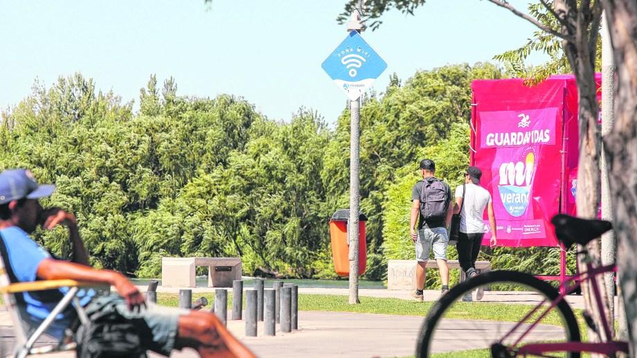 En el Río Grande es uno de los lugares donde se puede acceder al wifi de la municipalidad (Oscar Livera)