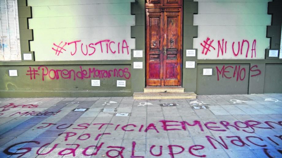 El miércoles 24 de febrero se realizó una marcha en la ciudad de Neuquén, tras el femicidio de Guadalupe en Villa La Angostura. Foto Florencia Salto.