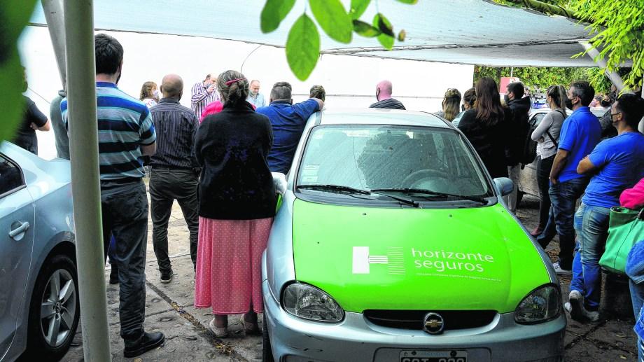 El personal de Horizonte realizó ayer otra asamblea, movilizado por el convenio con Sancor por los seguros obligatorios. Foto: Marcelo Ochoa.