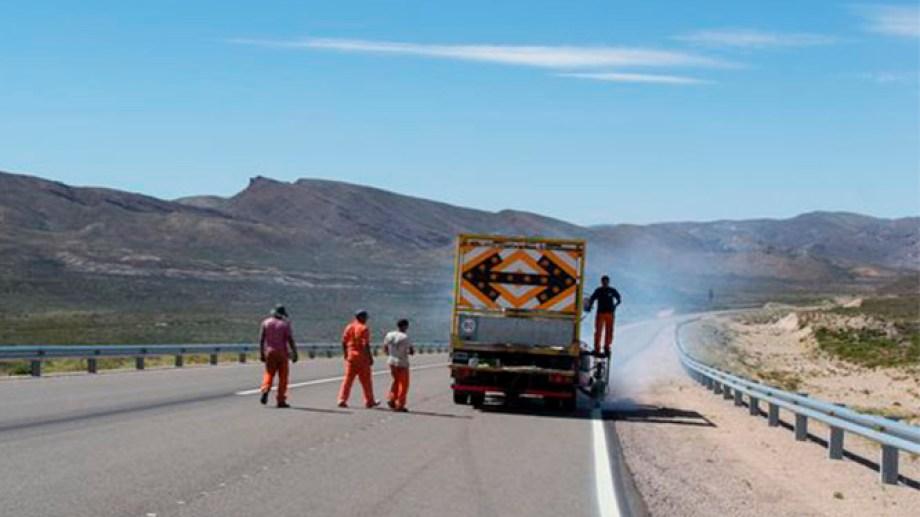 El tramo de pavimento entre Comallo y el acceso al Campo Experimental de INTA, en cercanías de Pilcaniyeu Viejo fue habilitado hace tres años. Foto: gentilez.