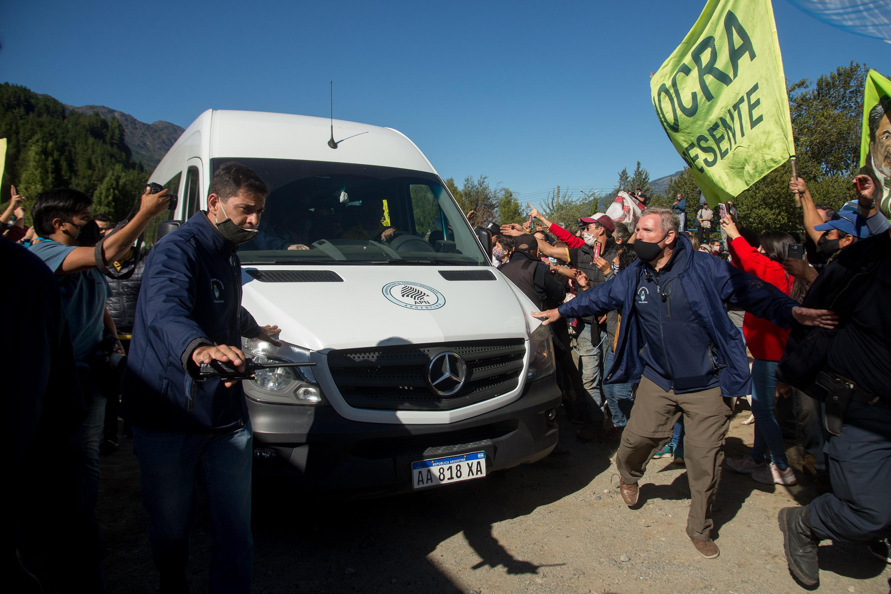 Chubut: atacaron la camioneta que trasladaba a Alberto Fernández