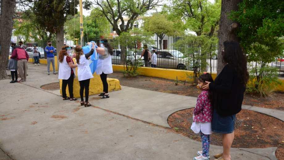 Hay docentes en las escuelas capitalinas y Unter destaca una importante adhesión. Fotos: Marcelo Ochoa.