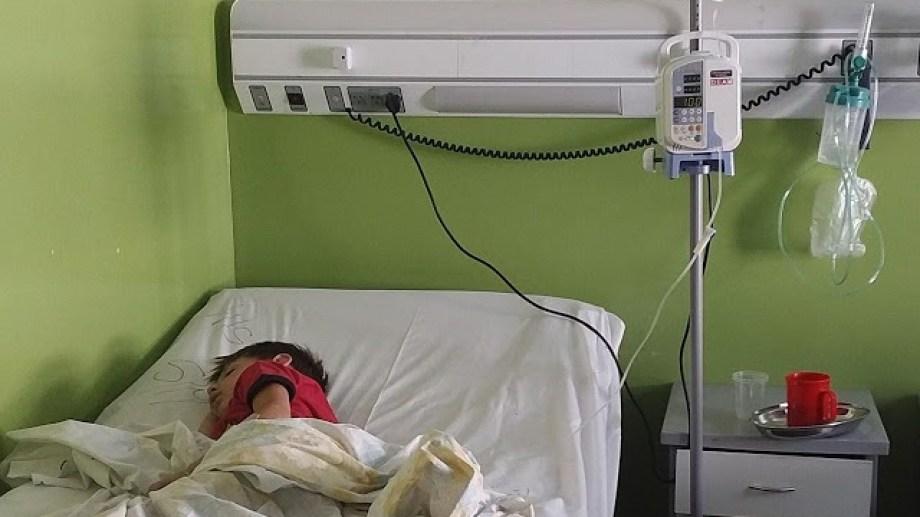El niño estuvo internado dos meses en el hospital de El Bolsón, pero aun no tiene un diagnóstico médico. Gentileza