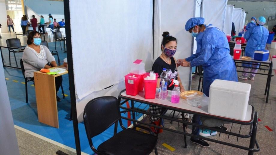 La Sinopharm está destinada a los docentes por parte de Salud de la Nación. Foto: Marcelo Ochoa.