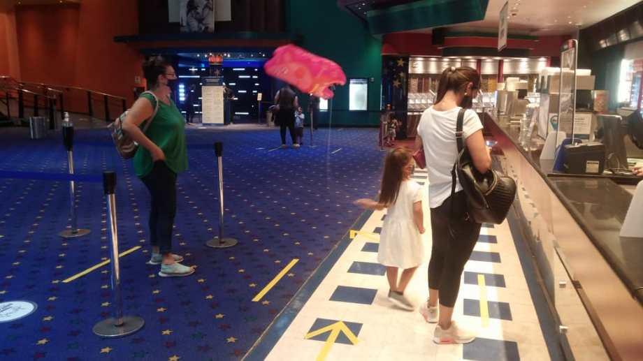 Los cines reabrieron con estrictos protocolos en Neuquén. Foto: archivo Yamil Regules.