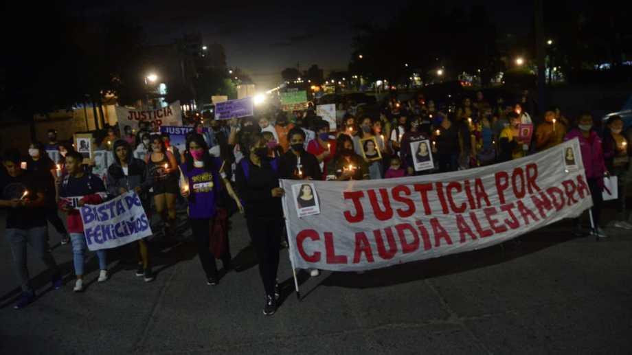 La movilización se realizó en la noche de este jueves por el centro roquense. (Foto: Andrés Maripe)