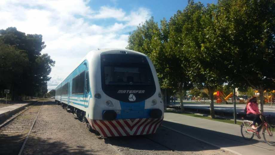 Se reactivará el tren de pasajeros en Neuquén hasta Plottier  (foto Yamil Regules)