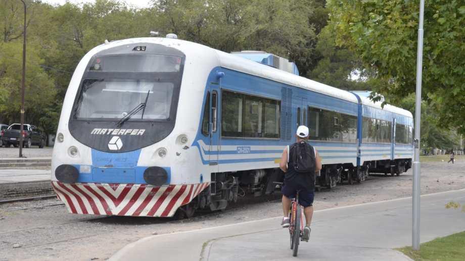 Los servicios del Tren del Valle retomaron su operación  en diciembre, después de varios meses sin funcionar por la pandemia. Foto: Yamil Regules.