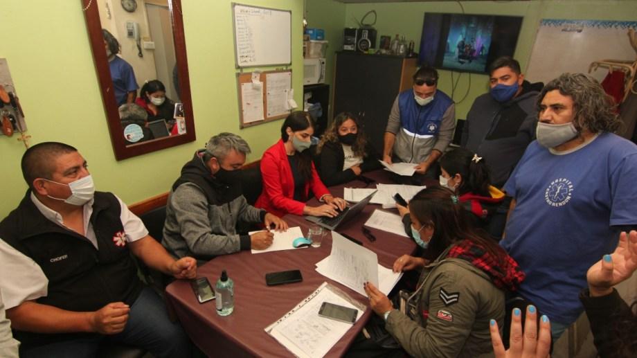 La delegada de Trabajo de Nación, Asunción Miras Trabalón, estuvo hoy en el hospital Castro Rendón, en el contexto del conflicto de Salud. (Oscar Livera).-