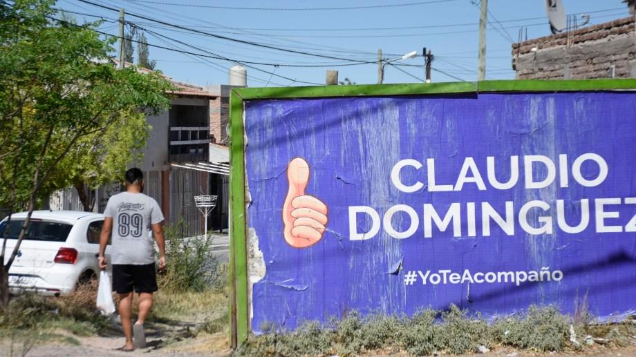 Tras la infracción de la justicia electoral, el candidato volvió a reemplazar los afiches. Foto: Florencia Salto.