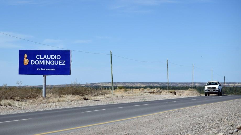 La cartelería desplegada no sólo copó las calles sino también las rutas de la provincia. Foto Florencia Salto.