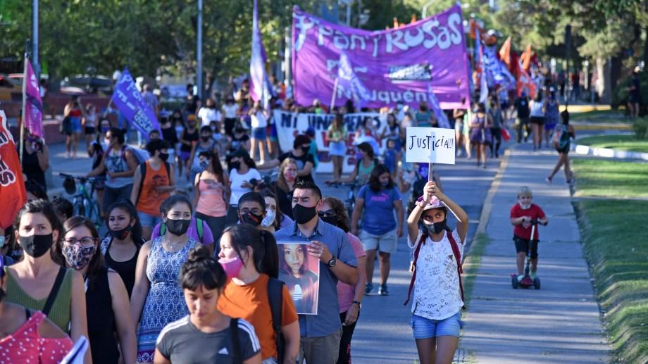 El miércoles 24 se desarrolló una marcha en la ciudad de Neuquén en reclamo de justicia. Foto Florencia Salto.
