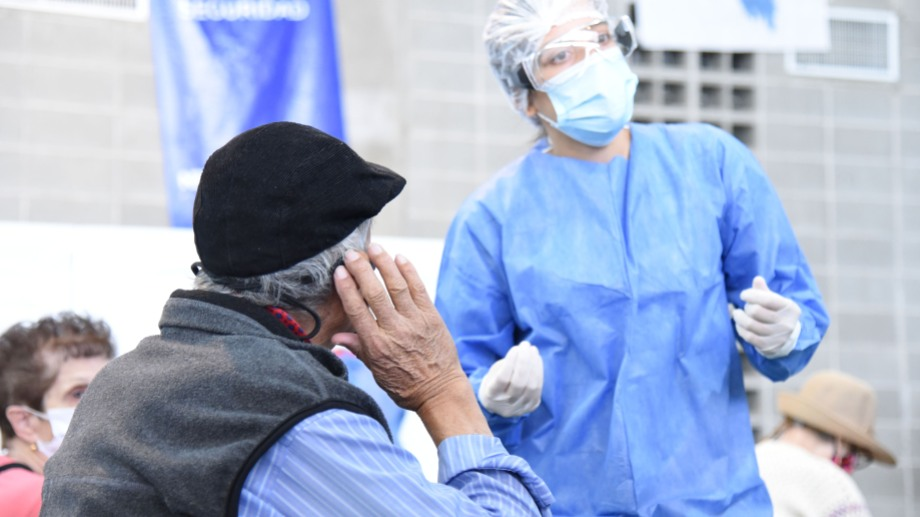Llegan vacunas rusas para continuar la convocatoria con las personas de más de 70 años (foto Florencia Salto)