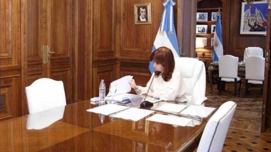 El Gobierno formalizó la decisión de Cristina Kirchner de renunciar a su sueldo.