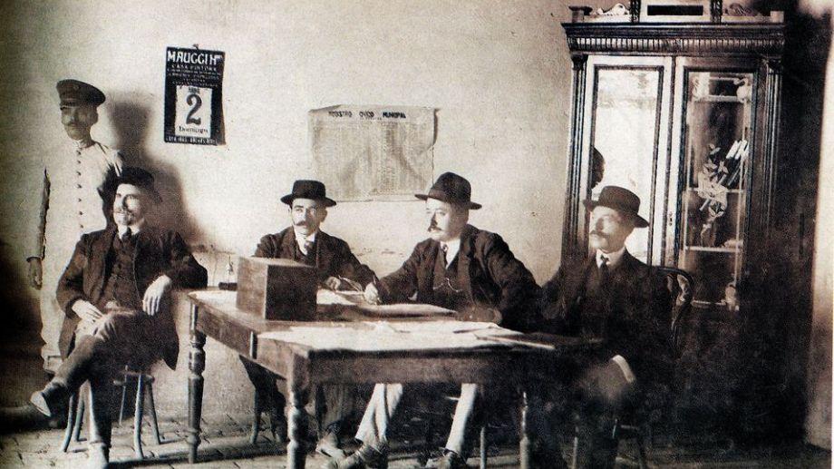 Las primeras reuniones del presidente del Concejo y los concejales se realizó en la casa familiar de Miguel Mango. (FOTOS: Gentileza Museo Paraje Confluencia)