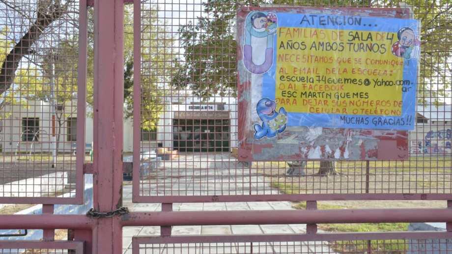 Padres y madres reclaman la vuelta de las clases presenciales (Foto archivo: Yamil Regules).