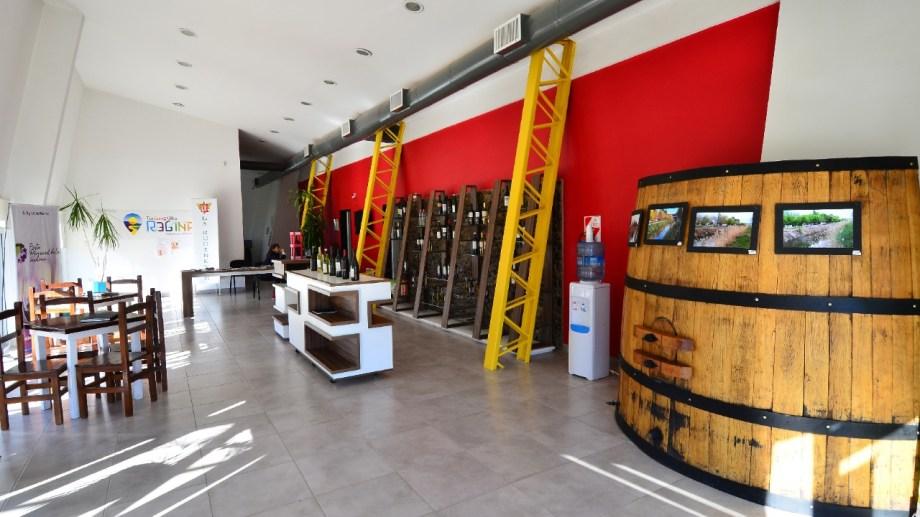 En la Oficina de Turismo se realizarán degustaciones de vinos para celebrar la Vendimia. (Foto Néstor Salas)