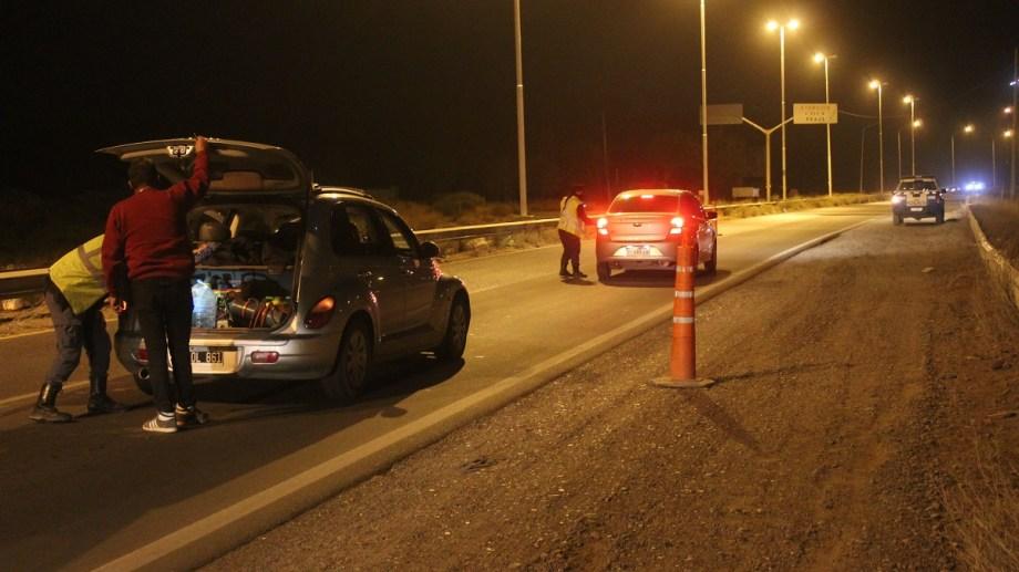 En la ruta 7 se revisan los autos (Centenario digital)