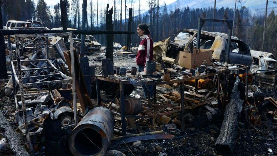 El fuego destruyó todo a su paso la tarde del 9 de marzo pasado y dejó a cientos de familias sin nada en Lago Puelo y El Hoyo. (Foto Alfredo Leiva)
