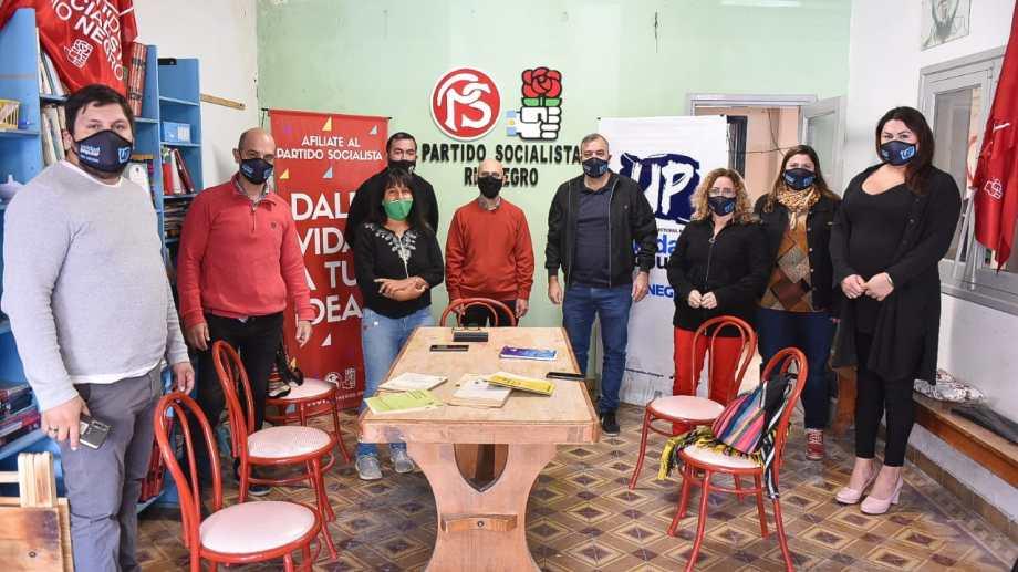 Dirigentes del socialismo y de Unidad Popular reunidos en Viedma. Foto Gentileza.
