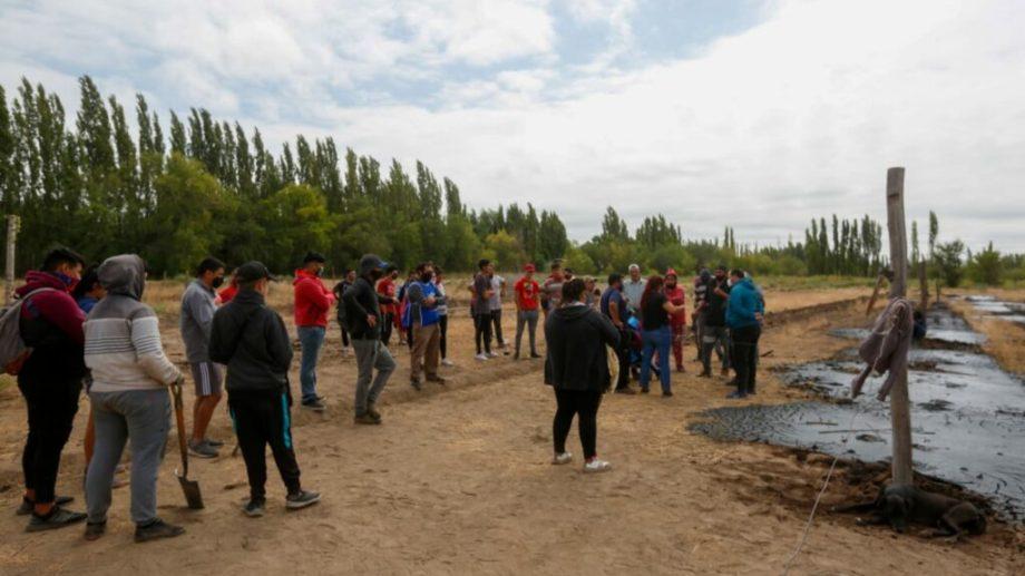 Los ocupantes de las tierras privadas se negaron a abandonar el lugar y se enfrentaron con la policía. Fotos Juan Thomes.