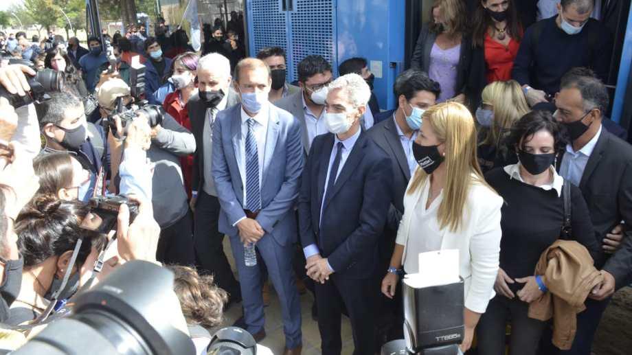 El gobernador y el ministro en el primer viaje simbólico. (Yamil Regules)
