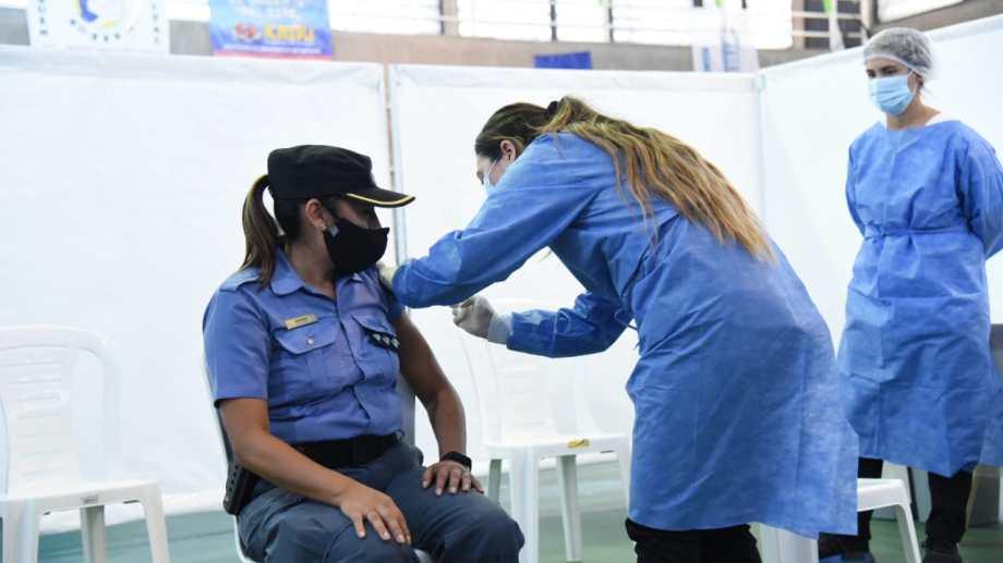 Los efectivos policiales serán alguno de los que recibirán las segundas dosis de la vacuna Sinopharm (Foto: archivo Florencia Salto)