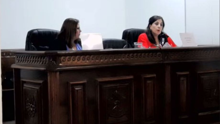 Laura Pizzipaulo (a la derecha), fiscal del caso de Zapala.