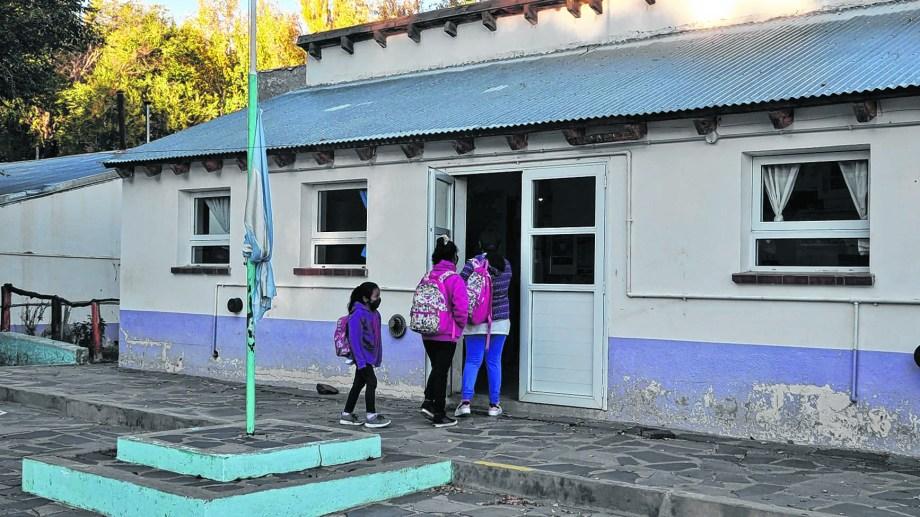 Las chicas y chicos que viven cerca de la escuela pueden concurrir sin problemas. Foto: José Mellado.
