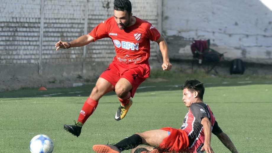 El Rojo venció a Sapere y se aseguró el primer lugar de la Zona 6. (Foto: Yamil Regules)