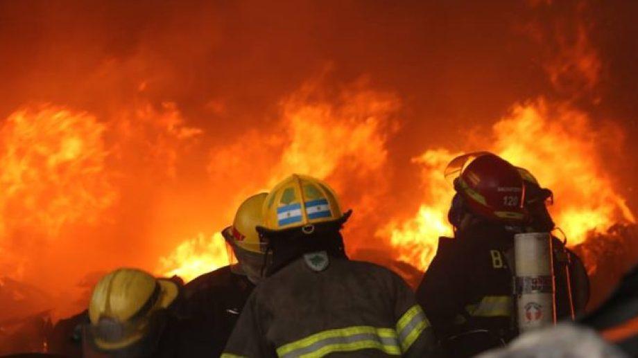 Si bien ha habido diversas iniciativas, los bomberos aún no cuentan con el acceso a una aseguradora.-