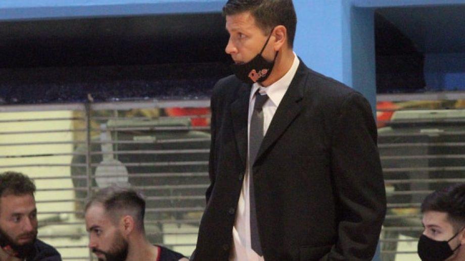 El entrenador de Petro había tenido síntomas y por eso no estuvo en el último partido. Foto: archivo Oscar Livera