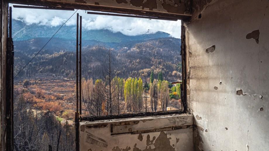 Así quedó la casa en Golondrinas, a unos 10 km de Lago Puelo. Foto: Ricardo Kleine Samson.