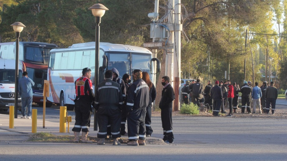 La protesta del personal de salud paralizó totalmente la actividad petrolera de Neuquén. (Foto: Oscar Livera)