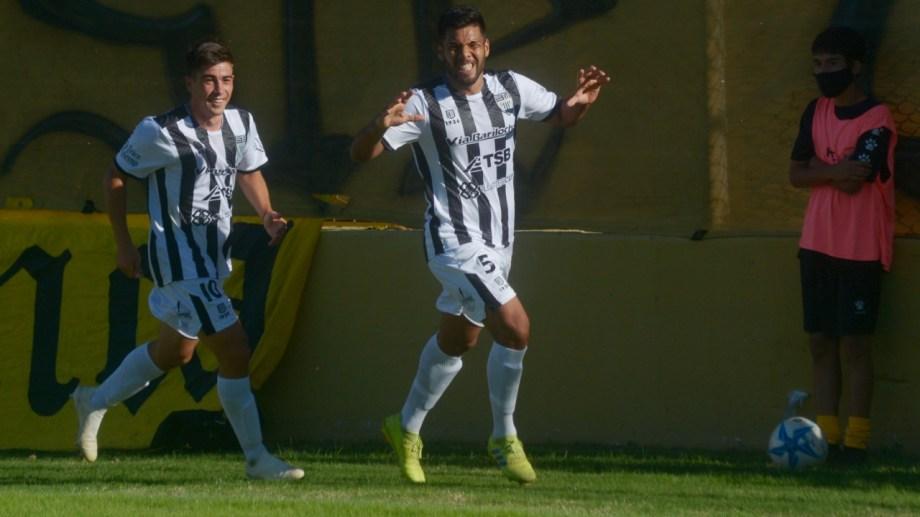 Mellado metió dos goles en el histórico triunfo de Cipo en Bahía. (Foto: Gentileza La Nueva)
